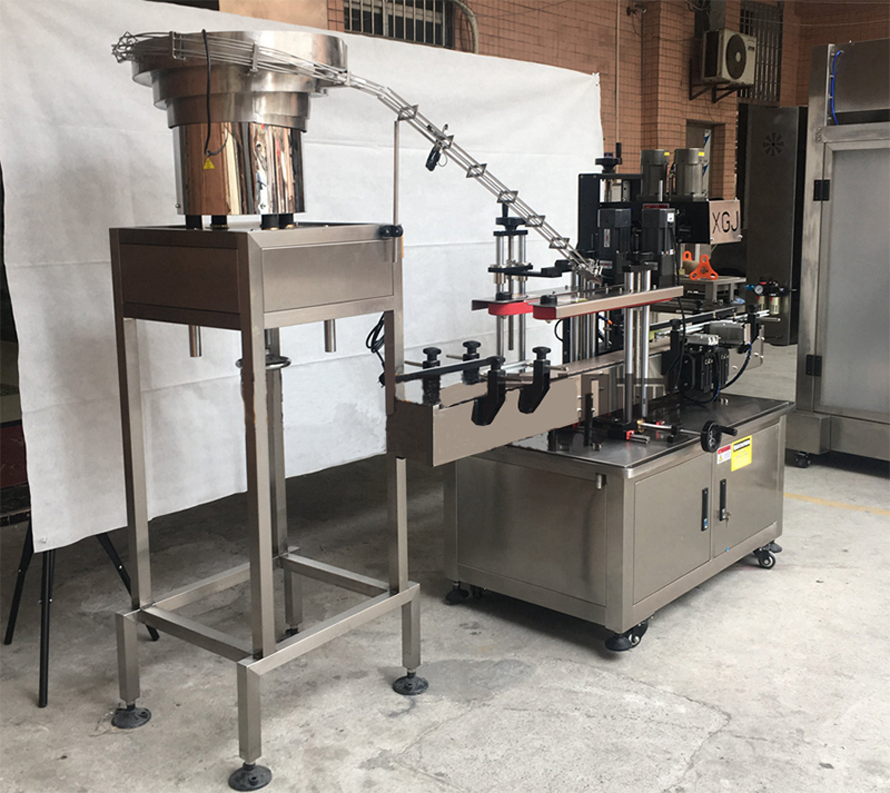 Automatic-screw-capping-machine-005